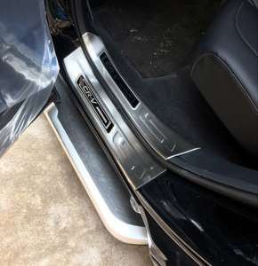 Накладки на внутренние пороги (черный хром) Honda CR-V 2017+