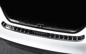 Внешняя накладка на бампер (черный хром) Toyota Camry 2018+ (XV70)