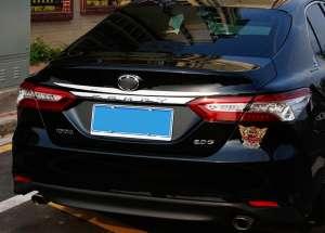 Молдинг на багажник (верхний) Toyota Camry 2018+ (XV70)