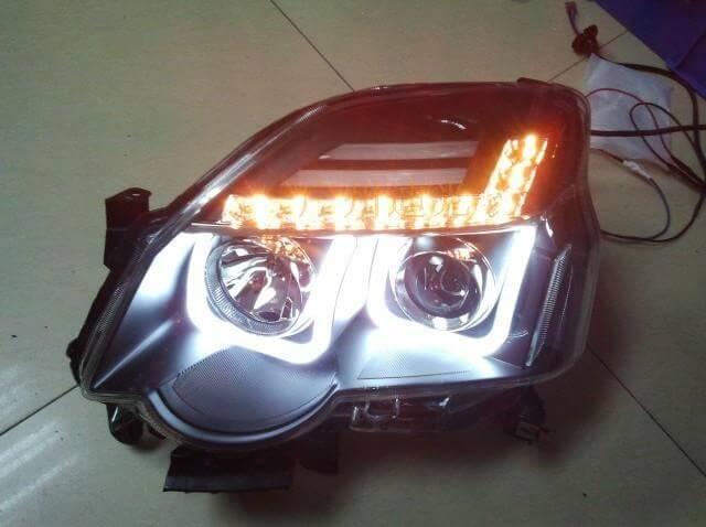 Тюнингованные фары Nissan X-Trail 1V 2012
