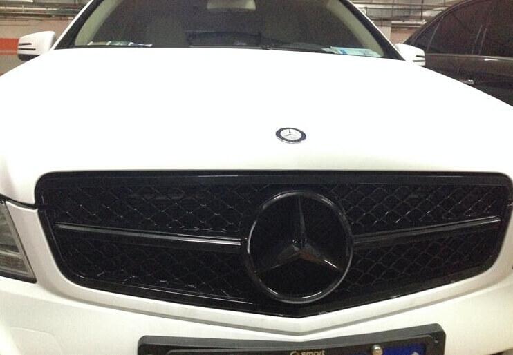 Черная решетка радиатора Mercedes-Benz C-Class (W204)