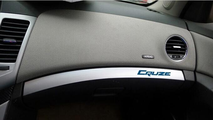 Хром накладка на бардачок Chevrolet Cruze