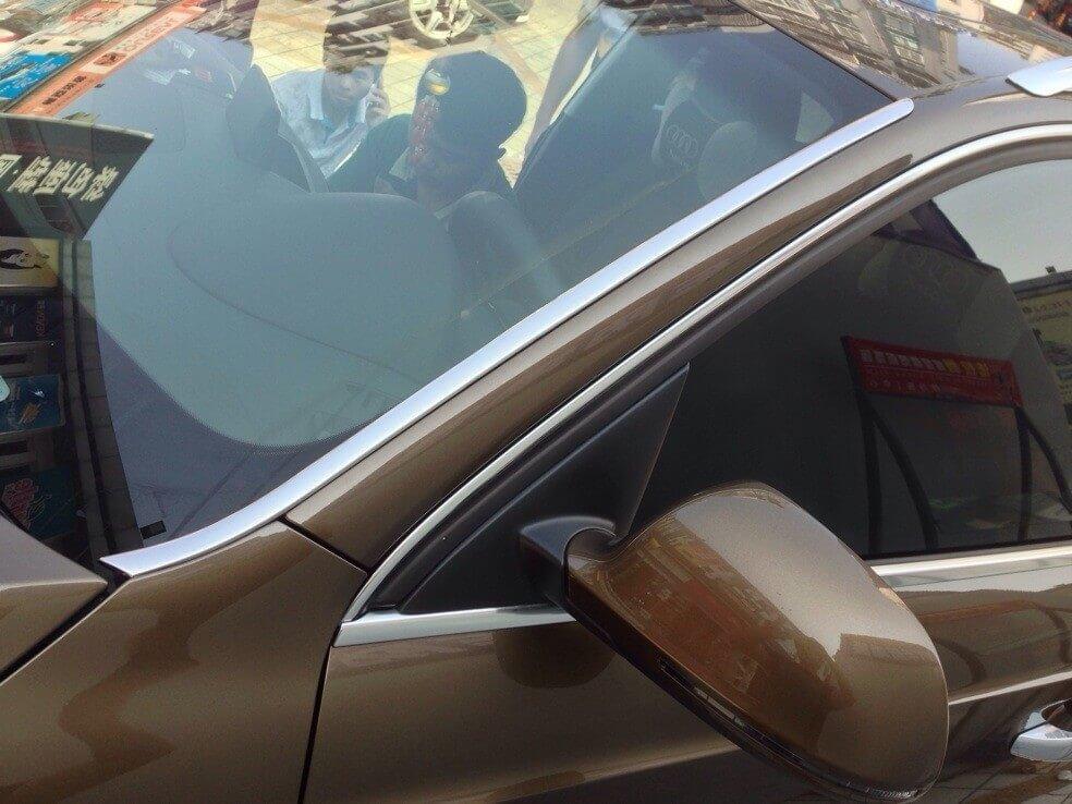 Молдинг лобового стекла Audi Q3 (2011-2013)