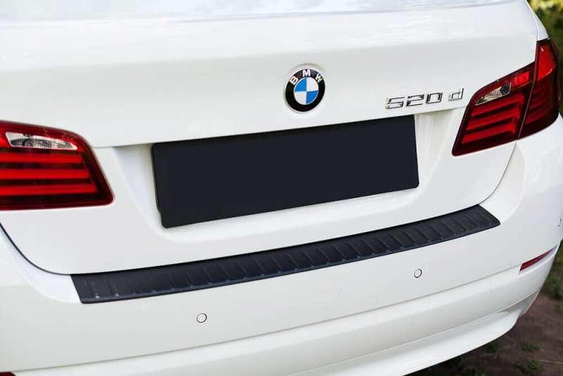 Пластиковая накладка на бампер BMW 5