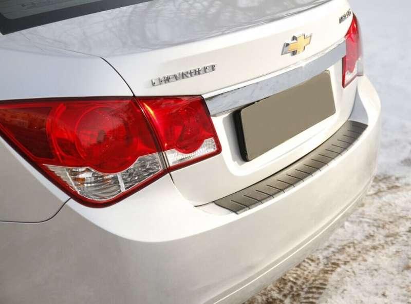 Пластиковая накладка на бампер Chevrolet Cruze (2009-2015)