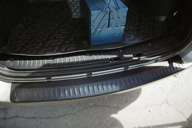 Пластиковая накладка на бампер Лада Ларгус, фото 2