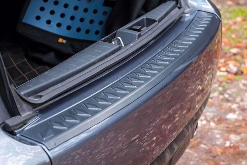 Пластиковая накладка на бампер Mitsubishi Outlander (2007 – 2013)