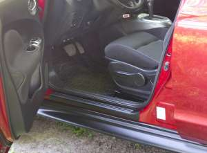 Накладки на внешние пороги Nissan Juke (широкие)
