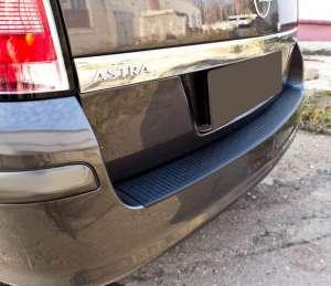 Пластиковая накладка на бампер Opel Astra H