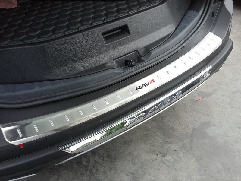 Накладка на бампер Toyota Rav4 CA40