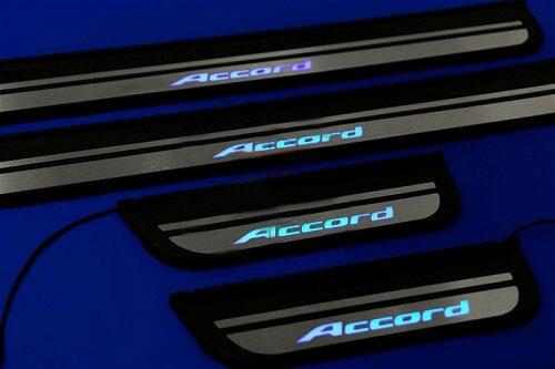 Накладки на пороги с подсветкой (под оригинал) Honda Accord 7