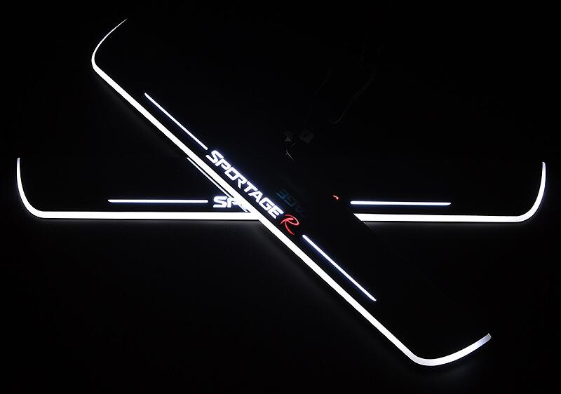 Накладки на пороги Premium для Kia Sportage (белая подсветка)