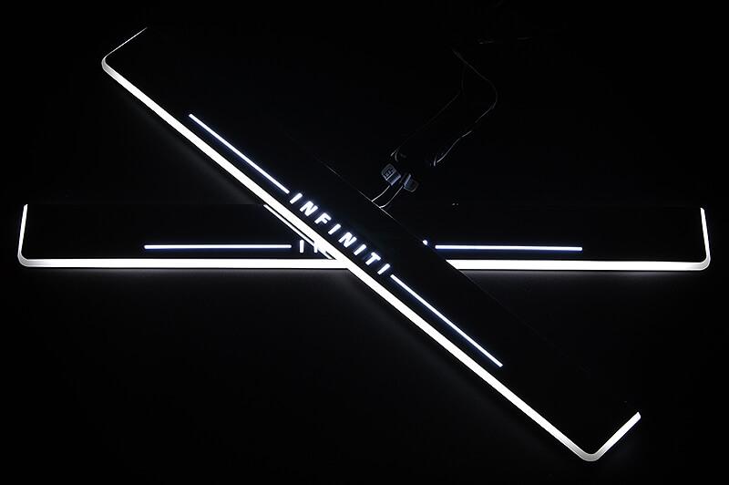 Накладки на пороги Premium для Infiniti FX30/35/37/50 (белая подсветка)