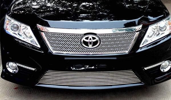 Хромированная решетка радиатора Toyota Camry XV50 (сетчатая), фото 2