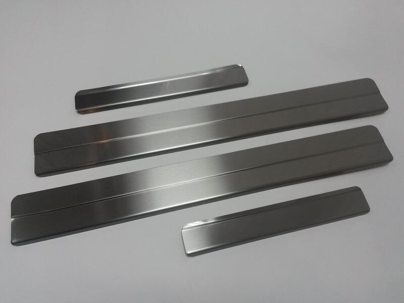 Накладки на пороги Nissan Qashqai, ступенчатые (без надписи)
