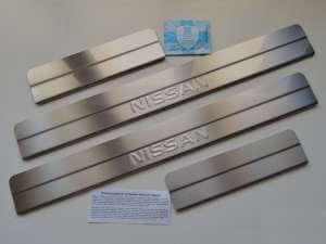 Накладки на пороги Nissan Almera G15 Ступенчатые (над. штамп)