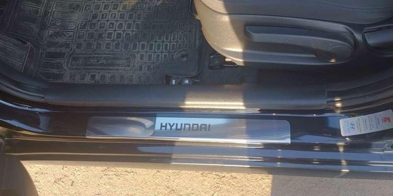 Накладки на пороги Hyundai Solaris 2010 - 2014 (над. краска), фото 3