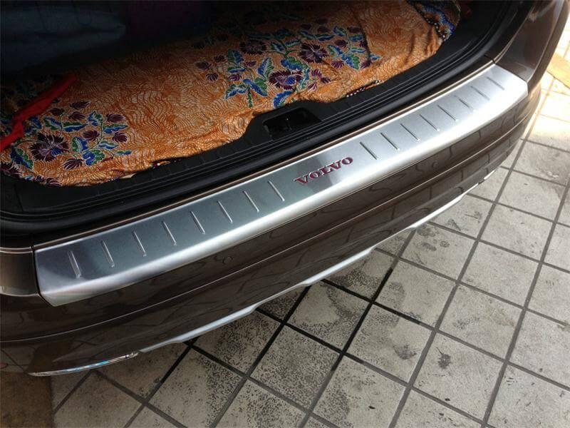 Накладка на бампер Volvo XC60 с логотипом