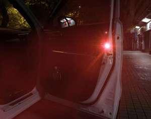 Предупреждающий сигнал на двери автомобиля