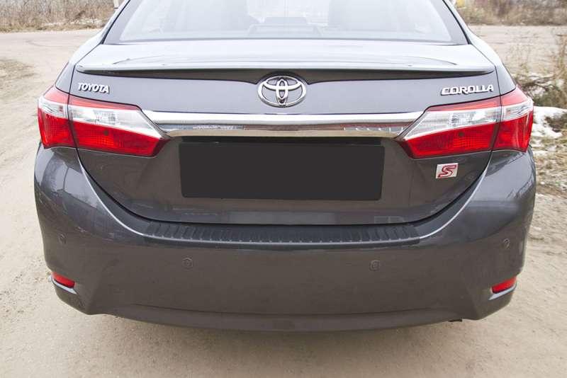 Пластиковая накладка на бампер Toyota Corolla (седан) 2012-2015